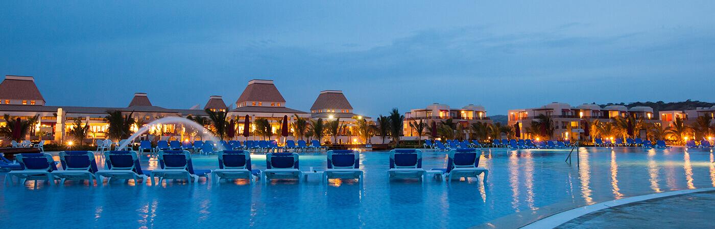 piscina en Royal Decameron Punta sal
